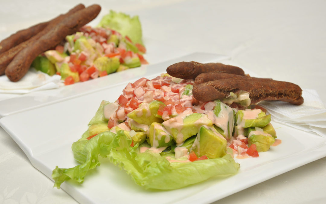Crispy avocado salad with millet sticks